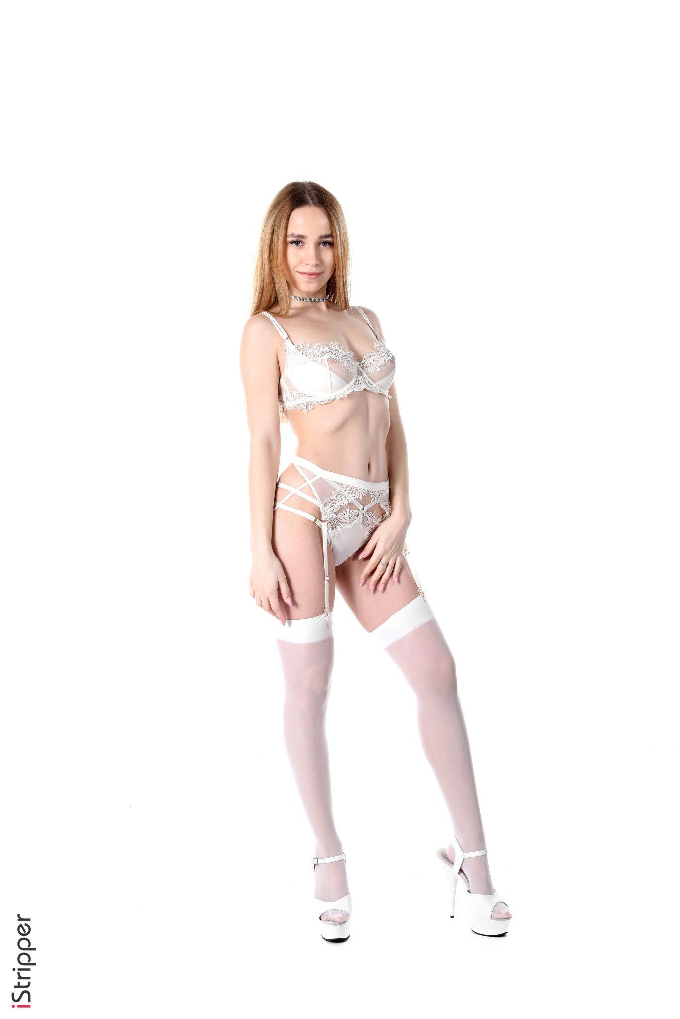 Sexy Blond Model Watch Bonnie Parker Strip Tease Naked (1)