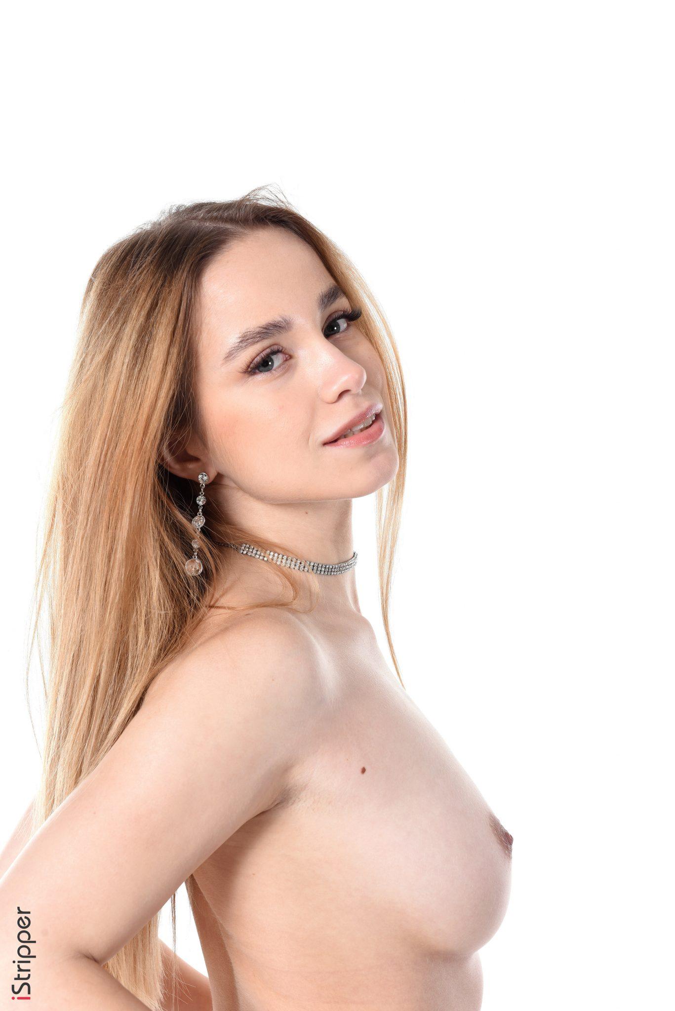 Sexy Blond Model Watch Bonnie Parker Strip Tease Naked (15)