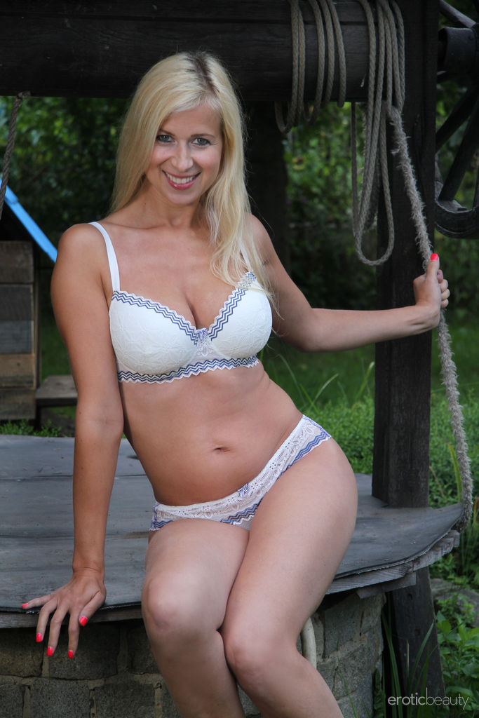 Sweet Looking Blond Busty Milf Strips Nude Watch Anastasia Devine (1)