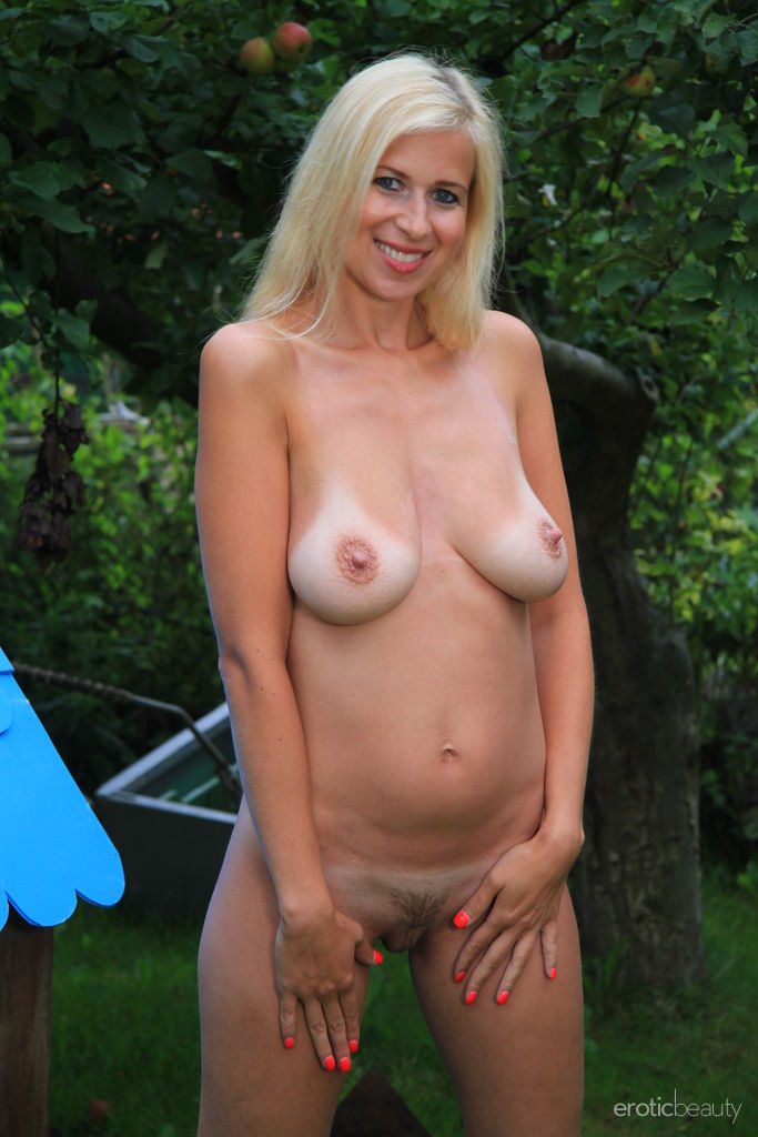 Sweet Looking Blond Busty Milf Strips Nude Watch Anastasia Devine (10)