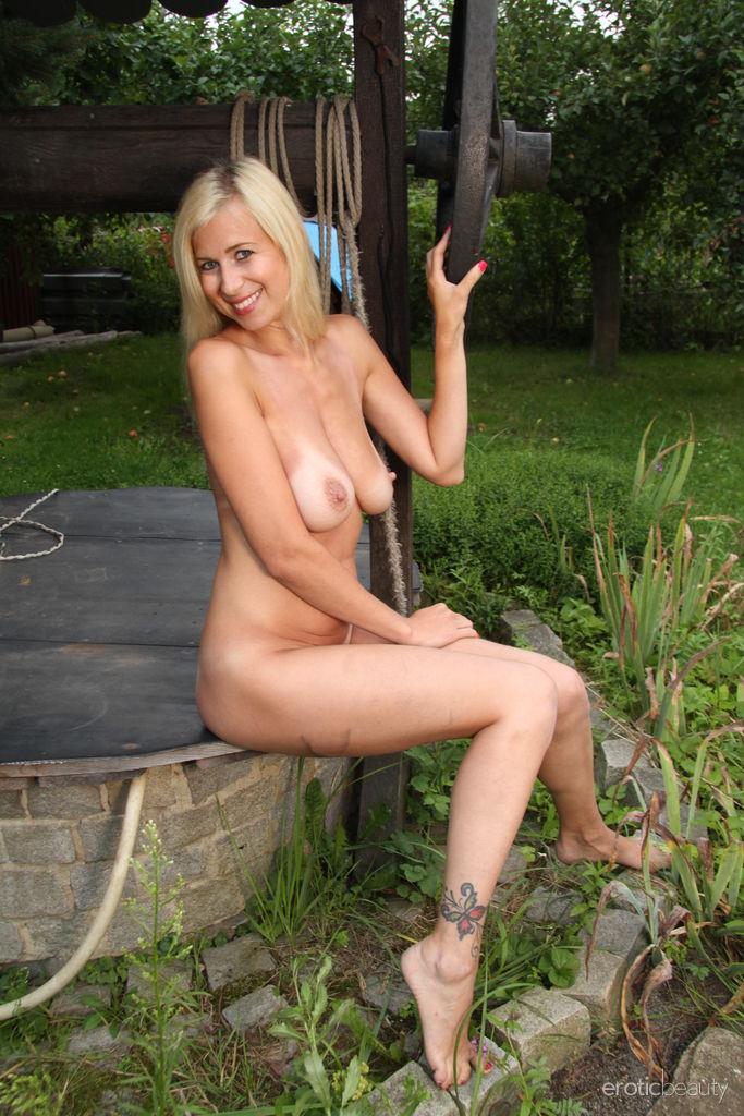Sweet Looking Blond Busty Milf Strips Nude Watch Anastasia Devine (6)
